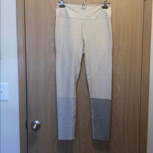 Outdoor Voices Pants & Jumpsuits - Outdoor Voices 7/8 Colorblock Dipped Leggings